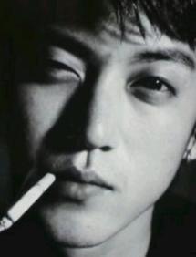 小栗旬タバコ喫煙画像⑤