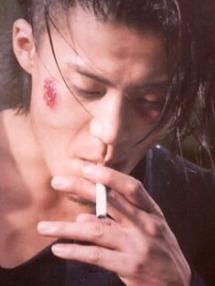 小栗旬タバコ喫煙画像④