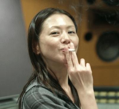 小泉今日子タバコ喫煙画像